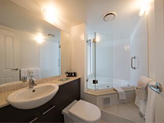 1 Bedroom Spa Apartment - Bathroom