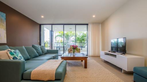 Mirage Apartment Lounge