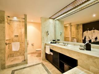 Grande Room - Bathroom