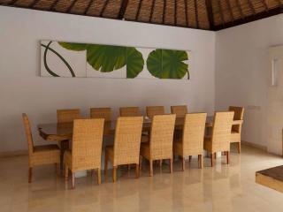 5 Bedroom Villa - Dining Room
