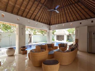 5 Bedroom Villa - Living Room