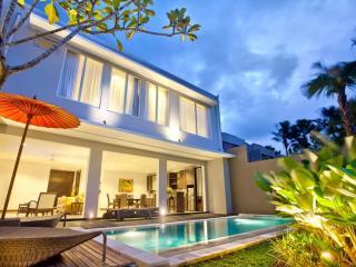 3 Bedroom Royal Villa - Pool