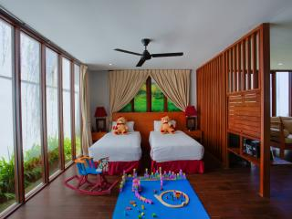 Family Pool Villa Kids Room