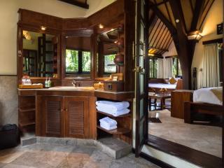 Deluxe Lumbung Bathroom