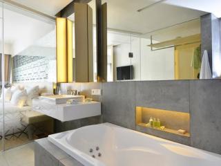 Deluxe Jacuzzi Room - Bathroom