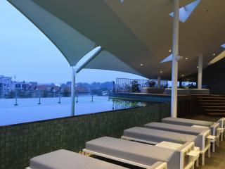 Sundeck & Roof Top Pool