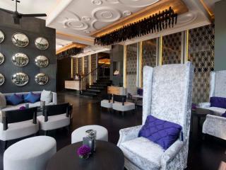 L Lounge