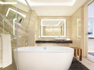 Classic or Lagoon Bathroom