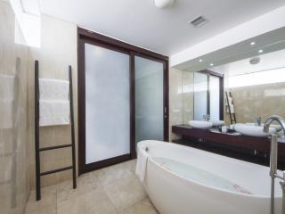 Garden Pool Suite - Bathroom