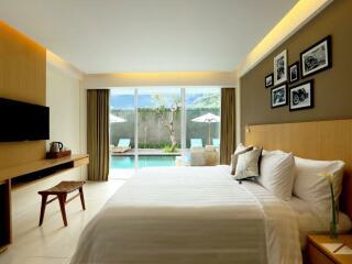 Deluxe Pool Room