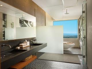Deluxe Bathroom Ocean