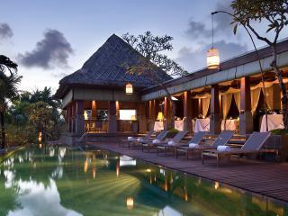 Main Swimming Pool & Dauh Restaurant