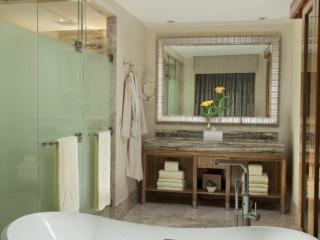 Grandeur Bathroom