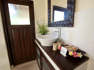 1 & 2 Bedroom Garden Bungalow - Bathroom