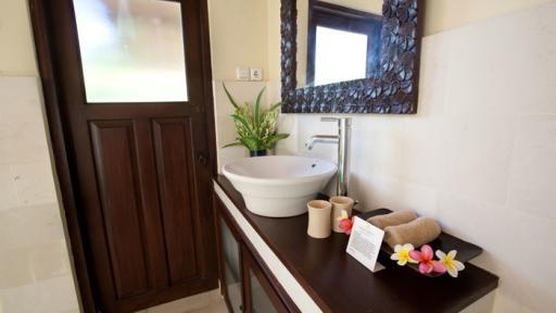 1 & 2 Bedroom Garden Bungalow - Bathroom