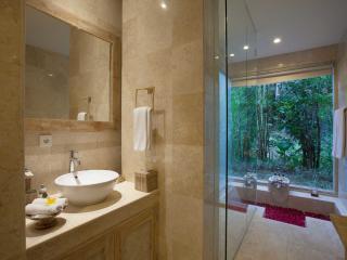 Lanai Room Bathroom