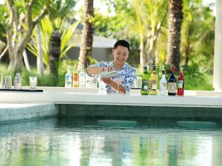 Sunken Pool Bar