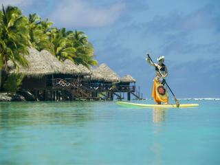Aitutaki LR_girl kayak