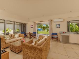 2 Bedroom Beachfront - Living Area