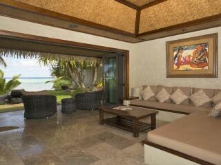 Ultimate Beachfront 3 Bedroom Lounge