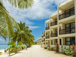 Beachfront Deluxe Suites Exterior