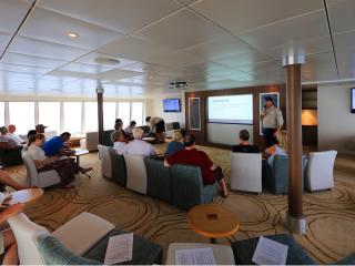 Coral Discoverer - Lounge Presentation