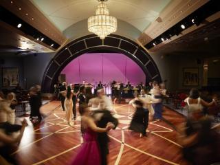 Queen Mary 2 - Queens Ballroom