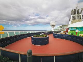 Mariner of the Seas Inline Track