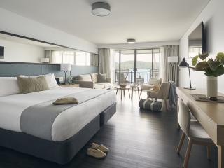 Deluxe Ocean Terrace King