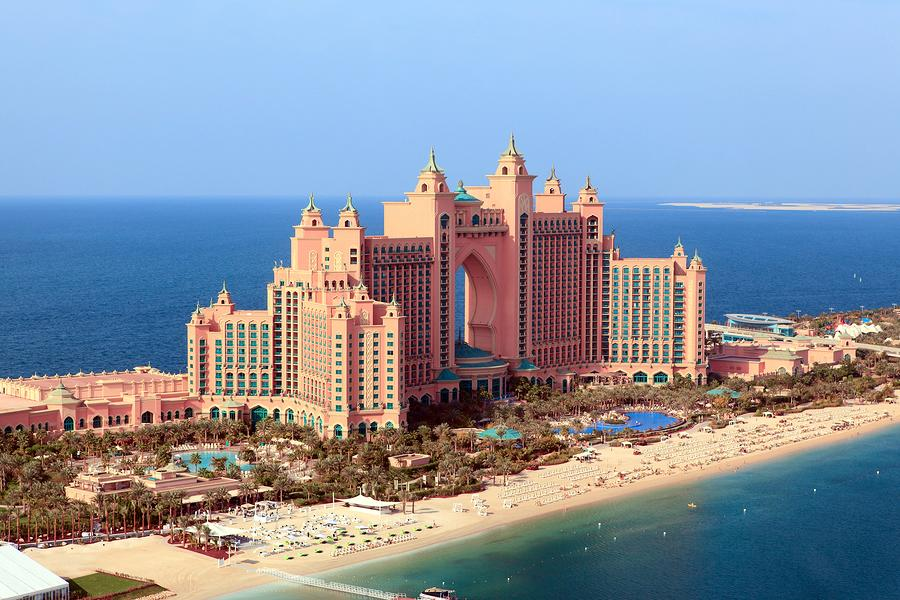 Palm islands dubai the eighth wonder of the world for Hotel dubai palm