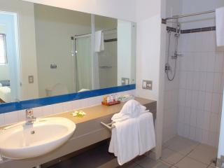 2 & 3 Bedroom Apartment Kitchen Bathroom