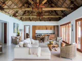 3 Bedroom Beachfront Villa - Living Room
