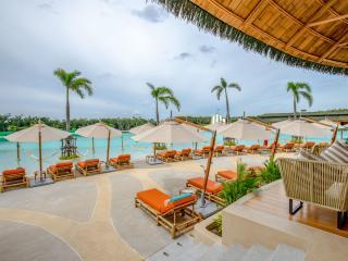 Blue Tree - Beach Lounge