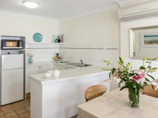 1 Bedroom Poolside Premier - Kitchen