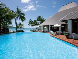 Sails Restaurant & Dolphin Pool