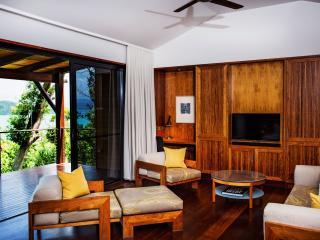 Leeward Pavilion Lounge