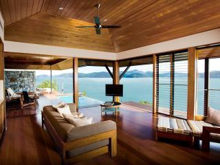 Windward Pavilion Lounge Area