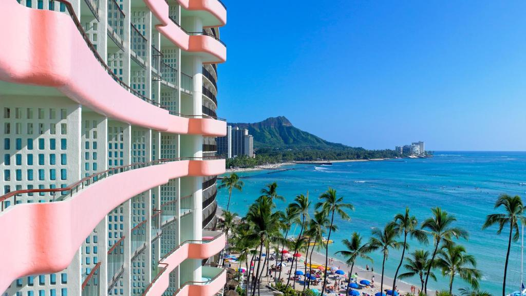 The Royal Hawaiian, a Luxury Collection Resort Packages