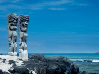 Hawaii Island, Tikis at place of refuge national park