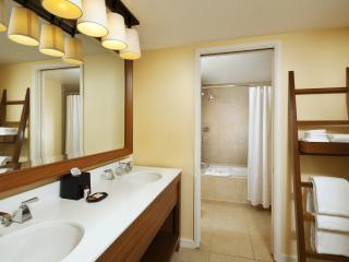 Deluxe Ocean Front Bathroom