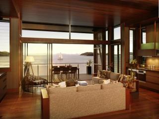 Yacht Club & Villas