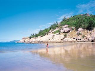 Magnetic Island walks at Alma Bay