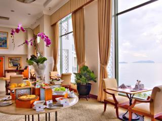 Pacific Club Lounge