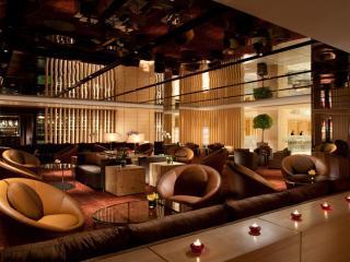 Axis Lounge