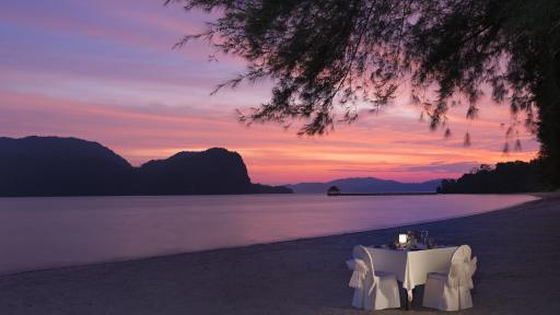Special Dining - Romantic Beach Dinner