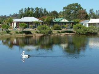 Batemans Bay Accommodation - Coachhouse Marina Resort