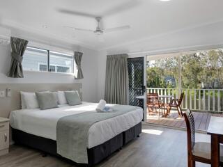 Deluxe Studio Cabin Bedding