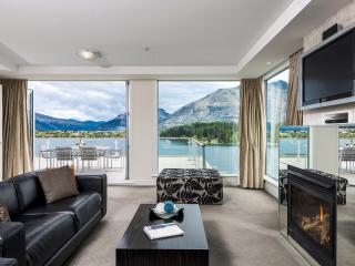 2 Bedroom Lakeview Apartment