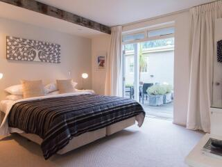 King or Twin Guest Room