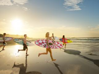 Sunshine Coast - surfing family - Fly Stay Cruise Lead Image[HD]